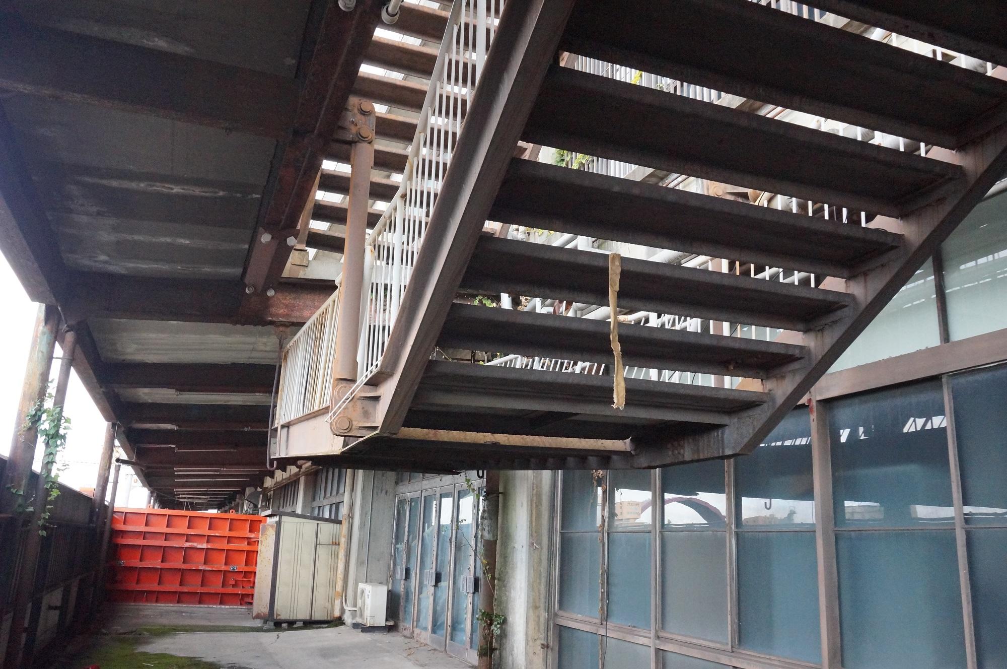 時代に置いていかれたほぼ廃墟の弁天埠頭ターミナルビル