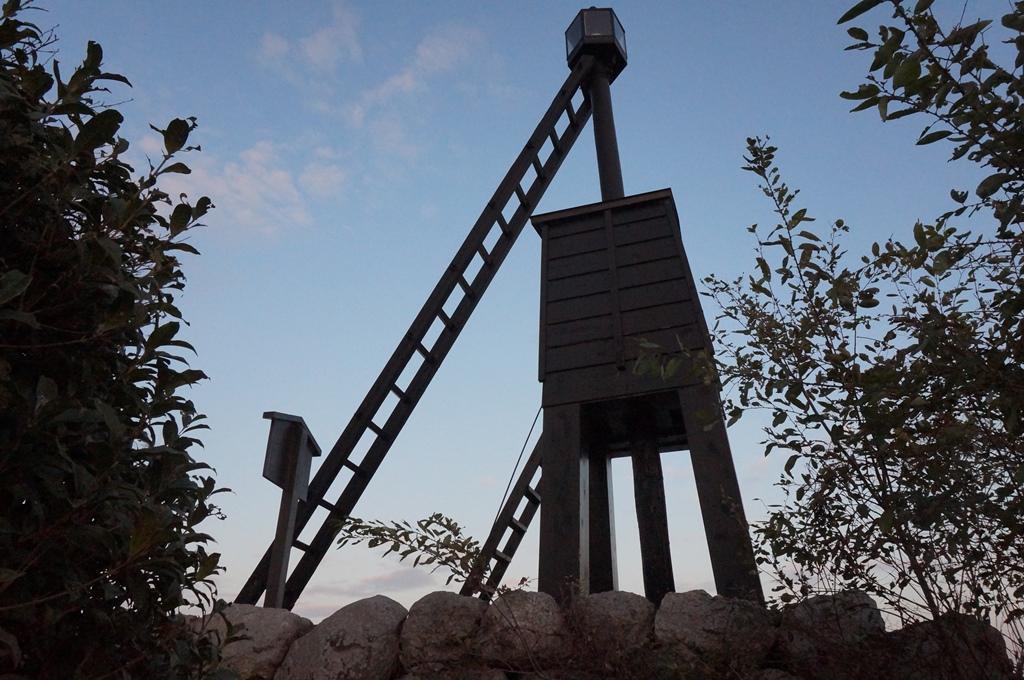 琵琶湖のレトロな灯台を訪れた | 出島の灯台(でけじまのとうだい)