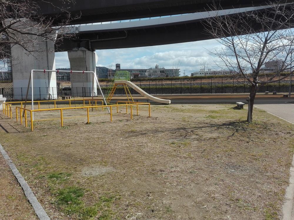 かつて朝鮮学校に占用されていた勧進橋児童公園を訪れた