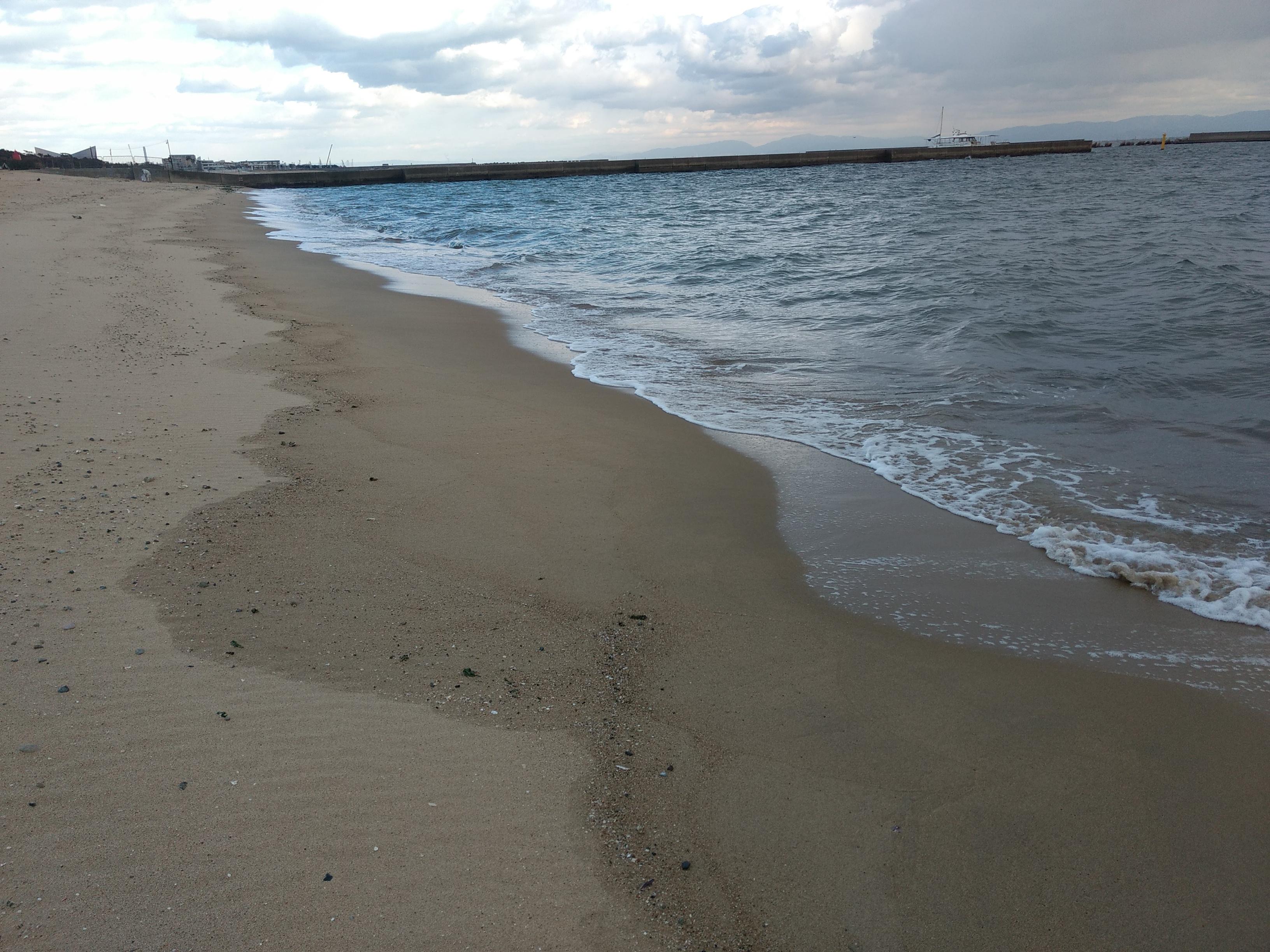 冬の寂しげな須磨海岸の様子を写真紹介