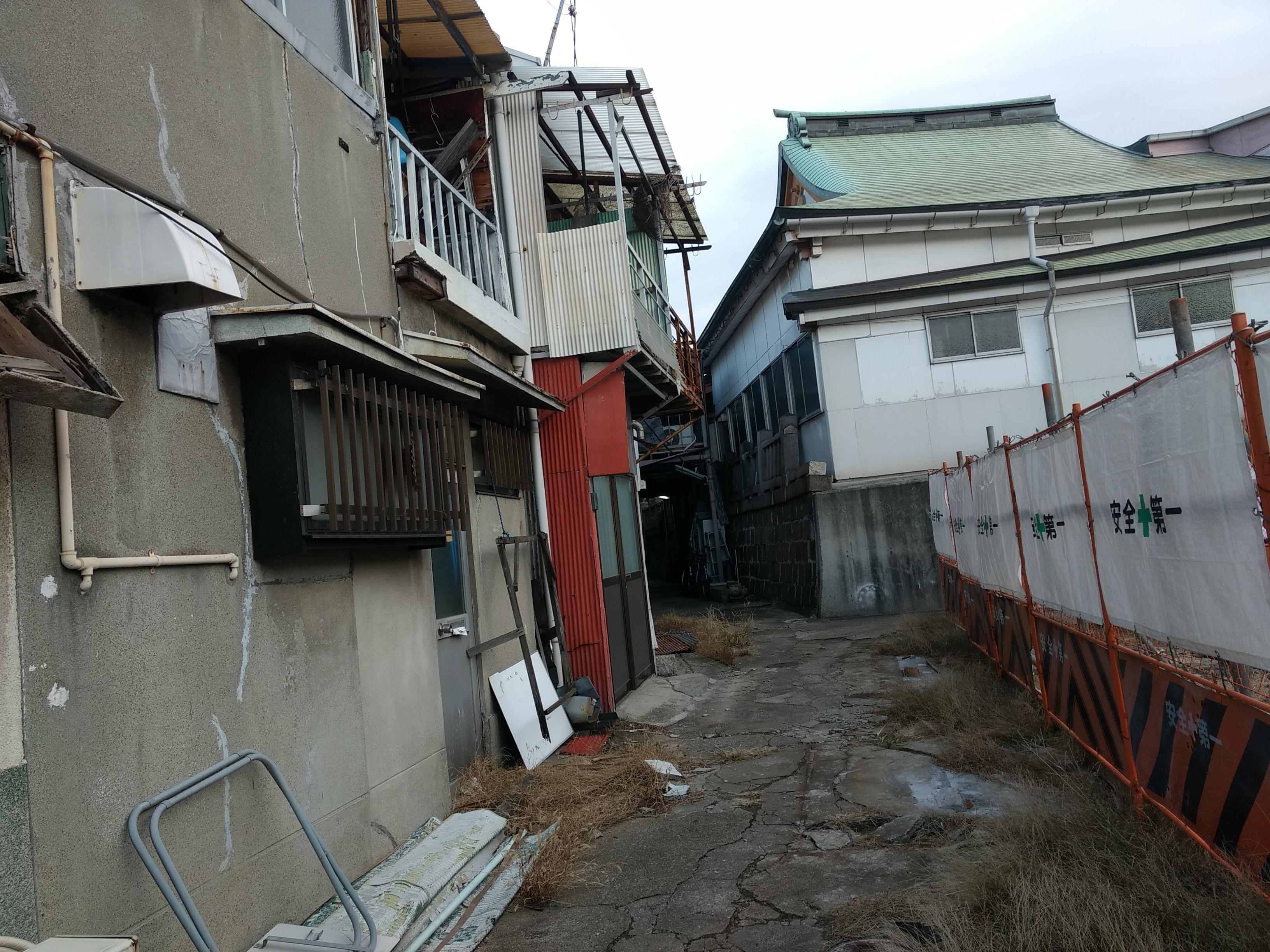 神戸のイメージとは真逆、神戸駅近くのド下町ゾーンを散歩した