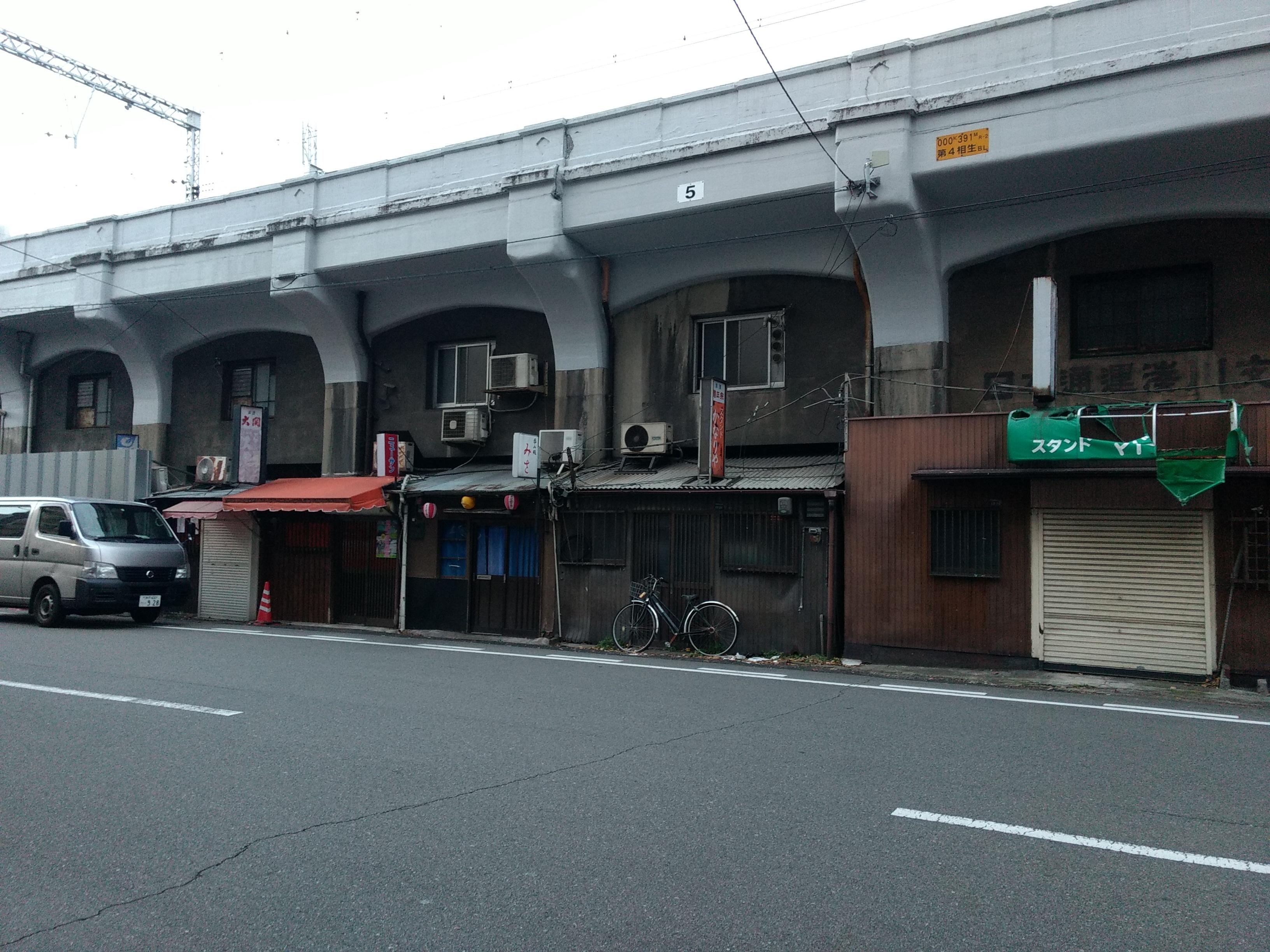 渋すぎる神戸駅の高架下の飲食店街 通称「地獄谷」を訪れた