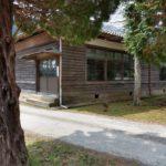 山沿いにある静かな廃校・木造建築が美しい旧須知小学校